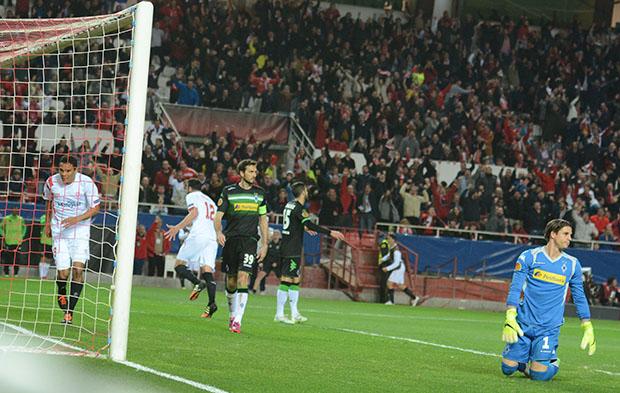 DN127_1012 Iborra Sevilla-Borussia QPV feb15