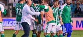 Pepe Mel y jugadores Real Betis alegría