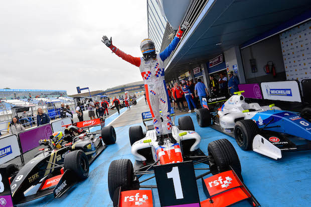 Fórmula Renault Oliver Rowland Foto: Circuito Jerez
