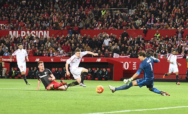 DN131_0337 Gameiro Sevilla-Athletic QPV ene16