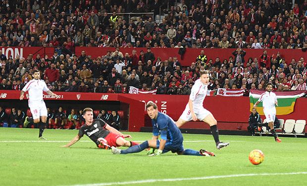 DN131_0339 Gameiro Sevilla-Athletic QPV ene16