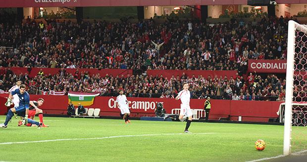 DN131_0341 Gameiro Sevilla-Athletic QPV ene16