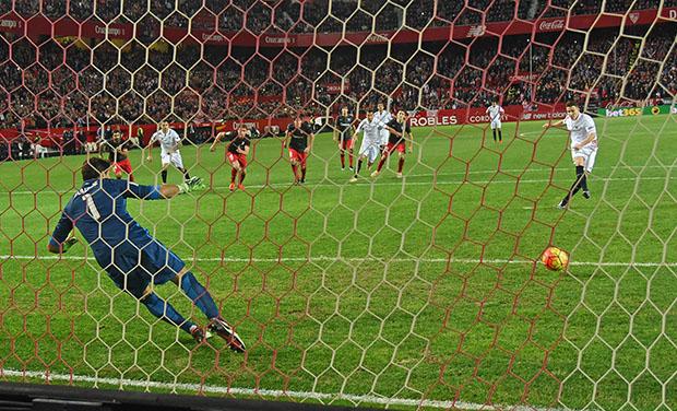 DN131_0408 Gameiro Sevilla-Athletic QPV ene16
