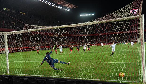 DN131_0409 Gameiro Sevilla-Athletic QPV ene16