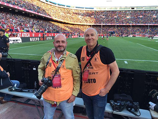 Quico Pérez-Ventana (Number 1), con Jesús Spínola, fotógrafo del Sevilla FC.