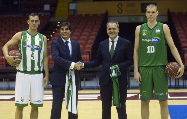 Real Betis Energía Plus baloncesto foto marca