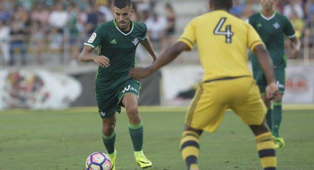 Dani Ceballos Real Betis ropa verde RBB